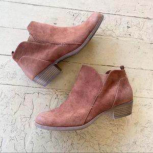 NWOT Arizona Jeans ankle booties brown